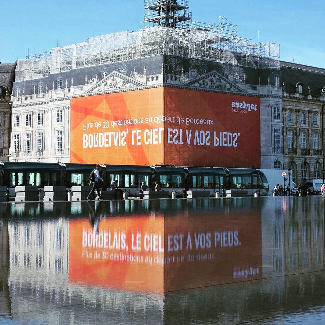 Easy Jet campagna pubblicitaria a Bourdeaux